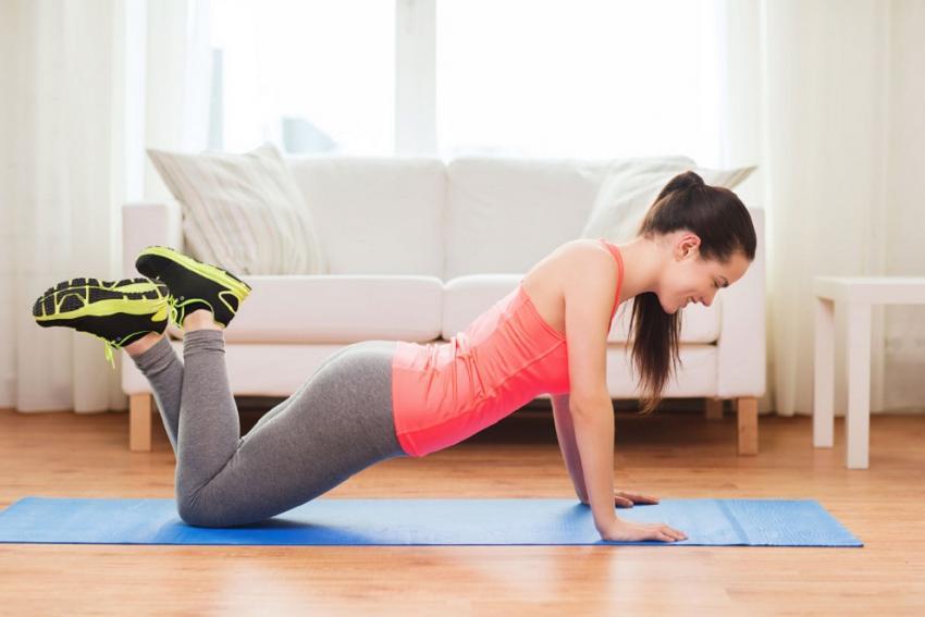 Απλές ασκήσεις γυμναστικής για το σπίτι. Γύμνασε όλο το σώμα σου (ΒΙΝΤΕΟ)