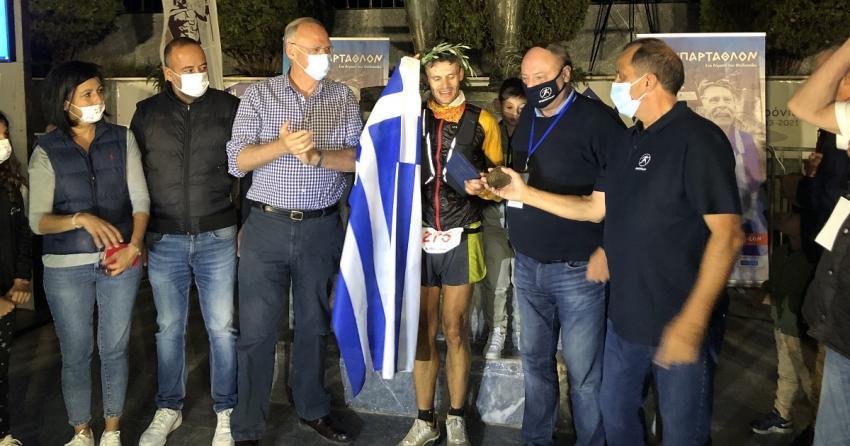 Νικητής του 39ου ΣΠΑΡΤΑΘΛΟΝ ο Φώτης Ζησιμόπουλος, ισοφαρίζοντας ένα από τα ρεκόρ του Γιάννη Κούρου