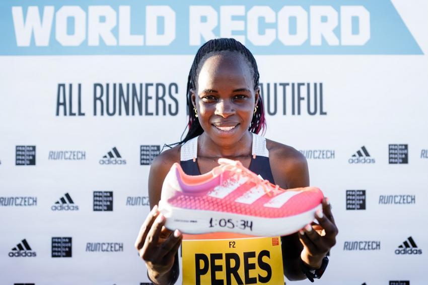 Η Peres Jepchirchir συνέτριψε το παγκόσμιο ρεκόρ του γυναικείου Ημιμαραθωνίου στην Πράγα με adidas adizero adios Pro
